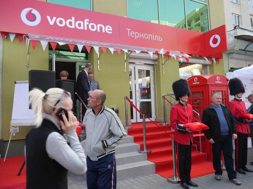 У Тернополі відкрили магазин Vodafone (фоторепортаж), фото-4