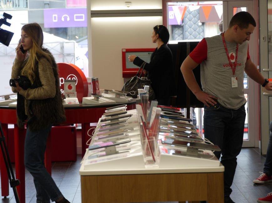 У Тернополі відкрили магазин Vodafone (фоторепортаж), фото-8