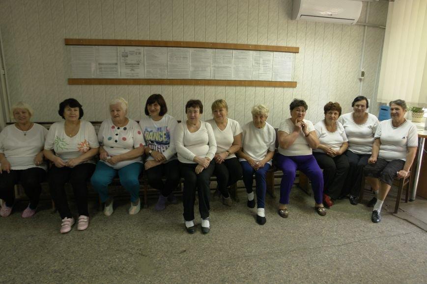 В Покровске (Красноармейске) пенсионерам подарили тренажерный зал, фото-1