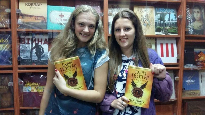 Лихоманка на Поттера: як львів'яни штурмували книжкову крамницю заради нової книжки про чаклуна(ФОТО), фото-4