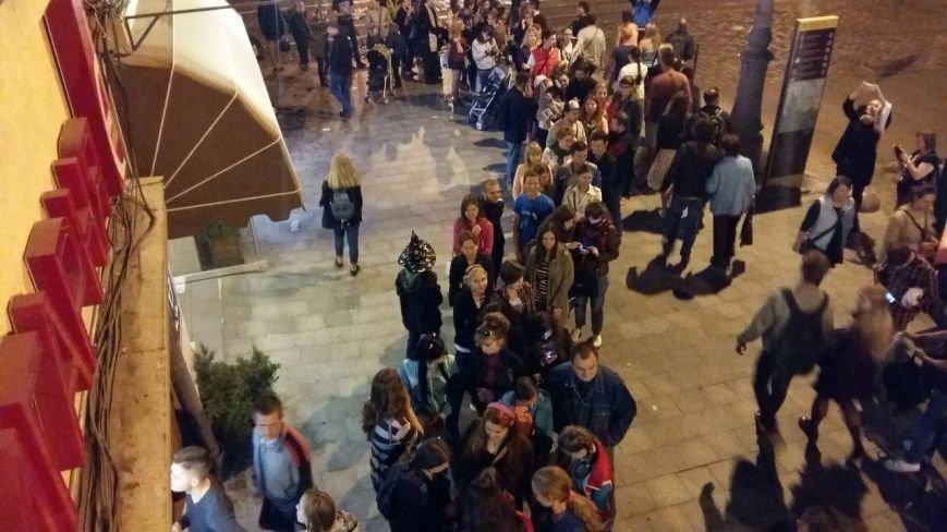 Лихоманка на Поттера: як львів'яни штурмували книжкову крамницю заради нової книжки про чаклуна(ФОТО), фото-1