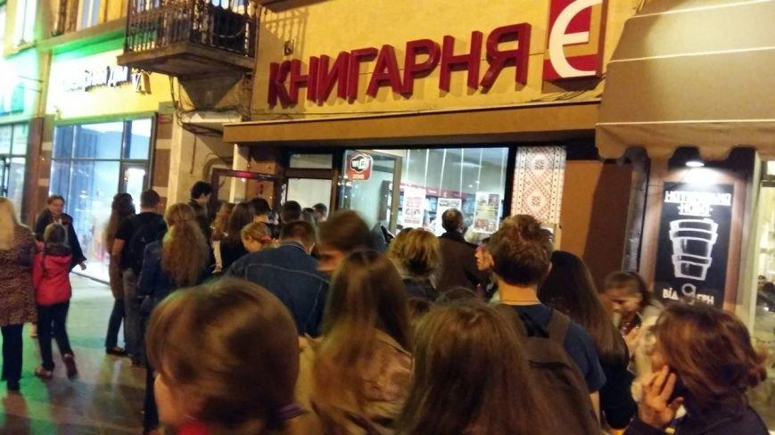 Лихоманка на Поттера: як львів'яни штурмували книжкову крамницю заради нової книжки про чаклуна(ФОТО), фото-3