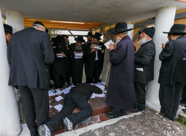 Место чудес. Как сотни иудеев со всего мира приехали в Радунь помолиться на могиле Хафеца Хаима, фото-6