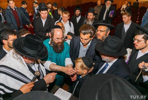Место чудес. Как сотни иудеев со всего мира приехали в Радунь помолиться на могиле Хафеца Хаима, фото-1
