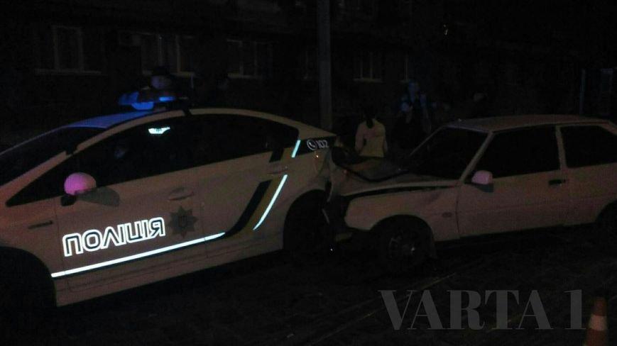 Вночі у Львові патрульні поліцейські потрапили у ДТП (ФОТО), фото-2