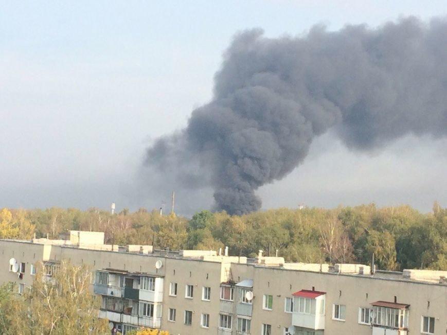 Масштабна пожежа в Тернополі: горів дах вагонного депо (фото), фото-3