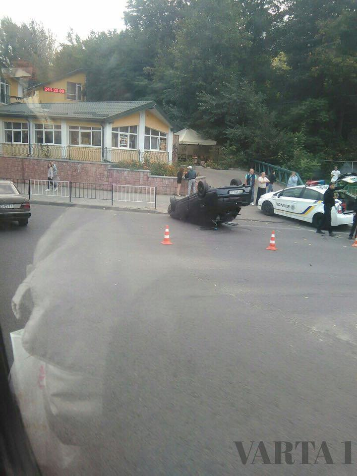 Нетверезий водій у Львові перекинувся на власному автомобілі (ФОТО), фото-1