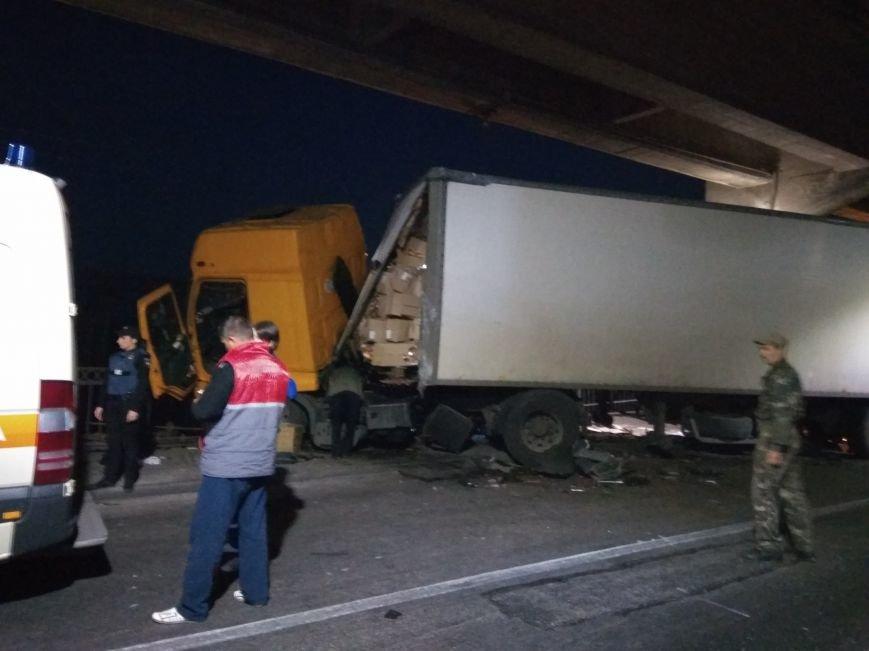 В Запорожье на мосту чуть не перевернулась фура: движение парализовано (ФОТО, ВИДЕО), фото-6