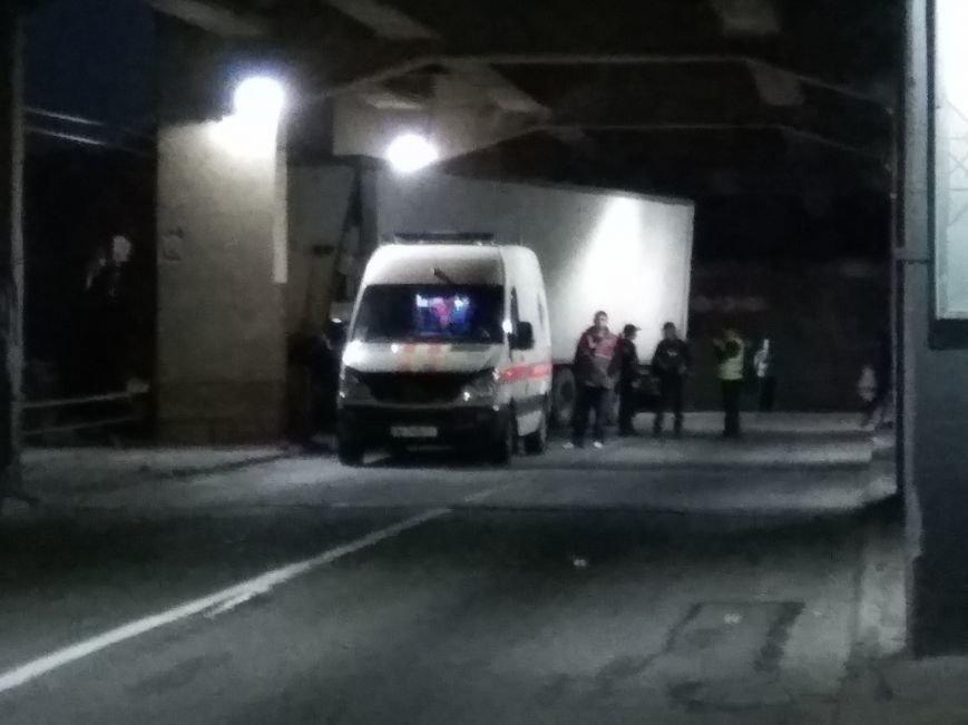 В Запорожье на мосту чуть не перевернулась фура: движение парализовано (ФОТО, ВИДЕО), фото-3