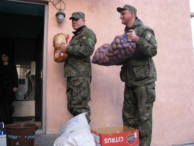 Согреем старость добротой и заботой! - полицейские Доброполья поздравили пожилых людей с их праздником, фото-1