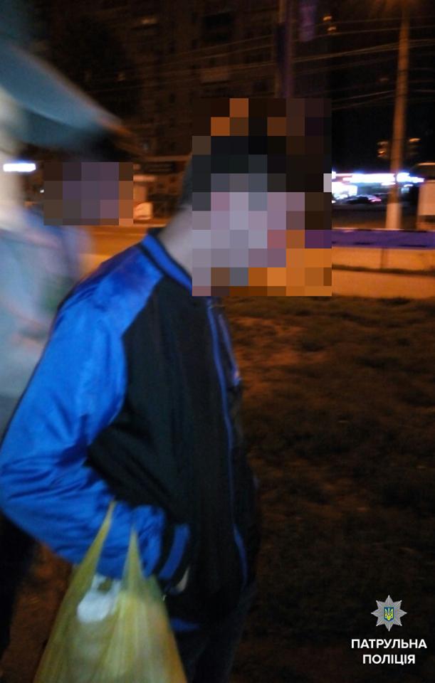 Кременчугские патрульные задержали троих парней, подозреваемых в нападении с ножом на прохожих, фото-1