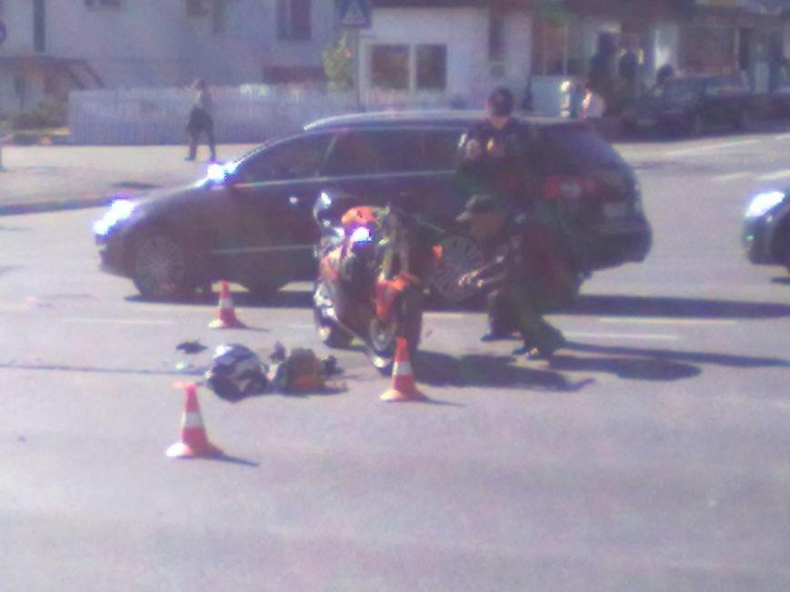 В Кременчуге на перекрестке проспекта Свободы и Европейской ДТП: столкнулись мотоцикл и патрульный Приус, фото-2