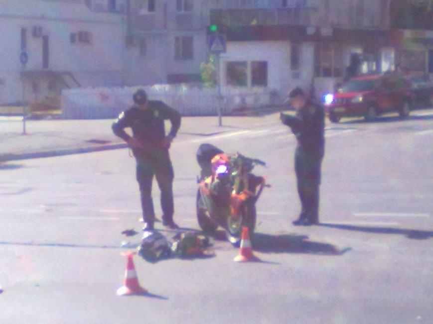 В Кременчуге на перекрестке проспекта Свободы и Европейской ДТП: столкнулись мотоцикл и патрульный Приус, фото-1