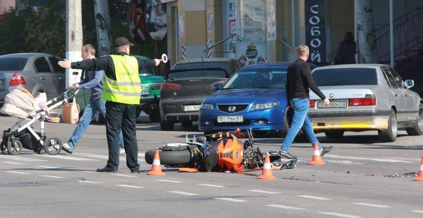 В Кременчуге на перекрестке проспекта Свободы и Европейской ДТП: столкнулись мотоцикл и патрульный Приус, фото-6