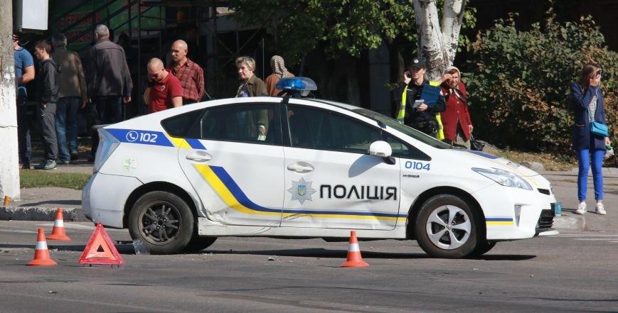В Кременчуге на перекрестке проспекта Свободы и Европейской ДТП: столкнулись мотоцикл и патрульный Приус, фото-7