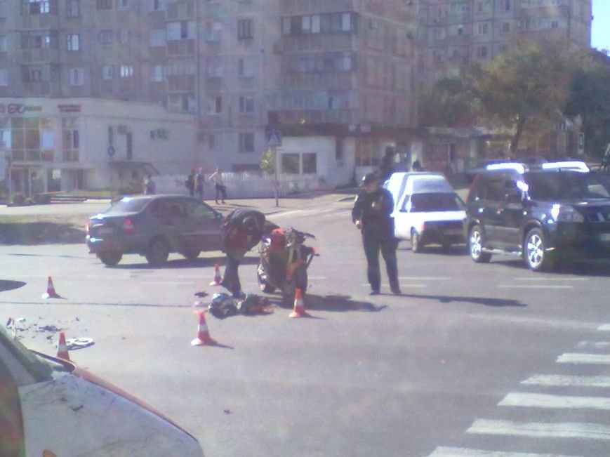 В Кременчуге на перекрестке проспекта Свободы и Европейской ДТП: столкнулись мотоцикл и патрульный Приус, фото-3