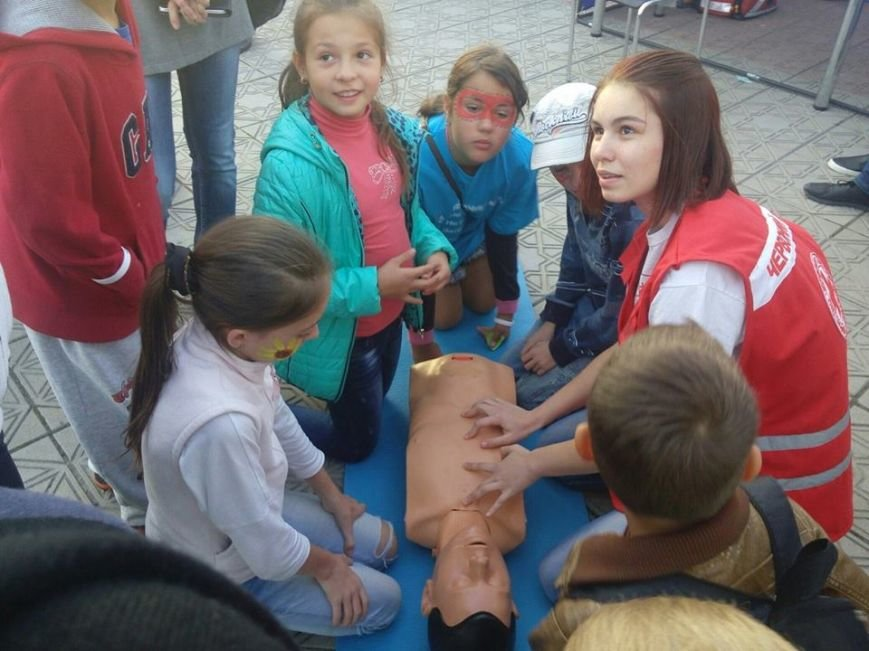 В Северодонецке волонтеры учили горожан оказанию медпомощи (фото), фото-3