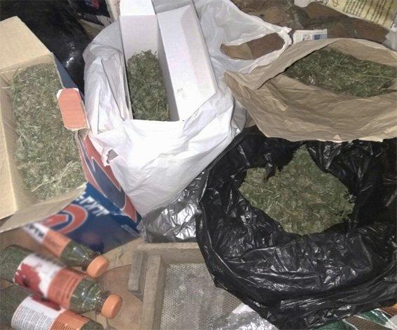Ранее судимый мужчина хранил дома наркотики, оружие и боеприпасы (ФОТО), фото-6
