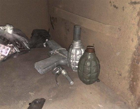 Ранее судимый мужчина хранил дома наркотики, оружие и боеприпасы (ФОТО), фото-4