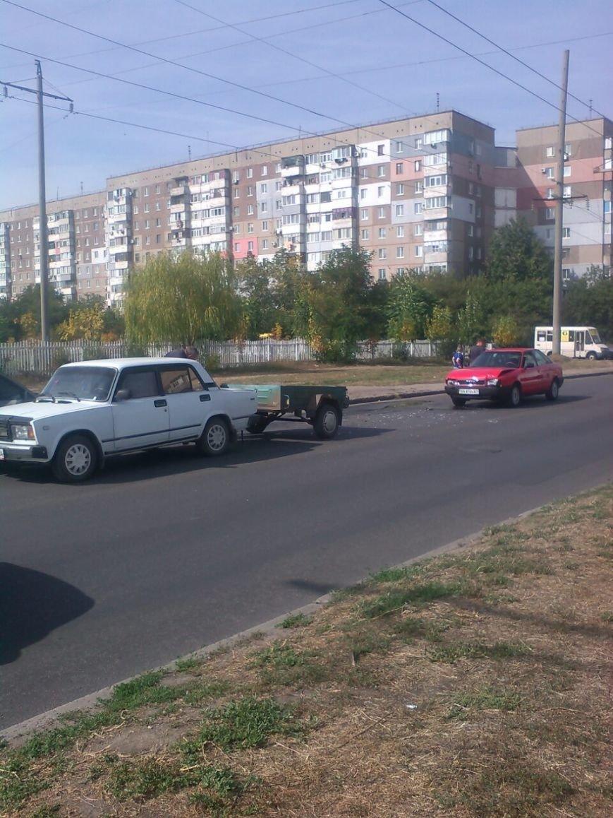 ДТП в Кропивницком: автомобиль врезался в прицеп (ФОТО), фото-1