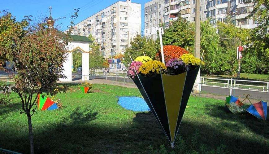 В херсонском Свято-Троицком сквере появились две новые дизайнерские локации (фото), фото-2