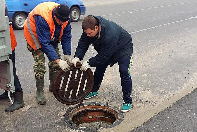 В Ленсоветовском постоянно пропадают крышки люков, фото-1
