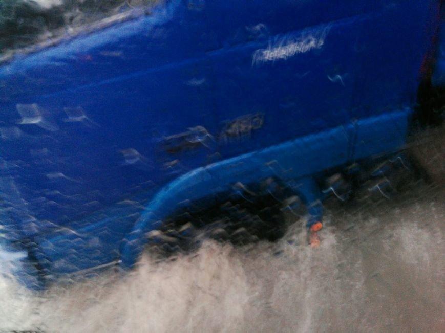 На щойно відремонтованій вулиці Стуса під землю провалилася вантажівка (ФОТО), фото-2