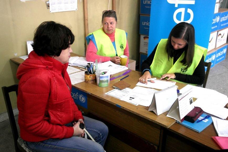 В Покровске (Красноармейске) переселенцы получили гуманитарную поддержку, фото-2