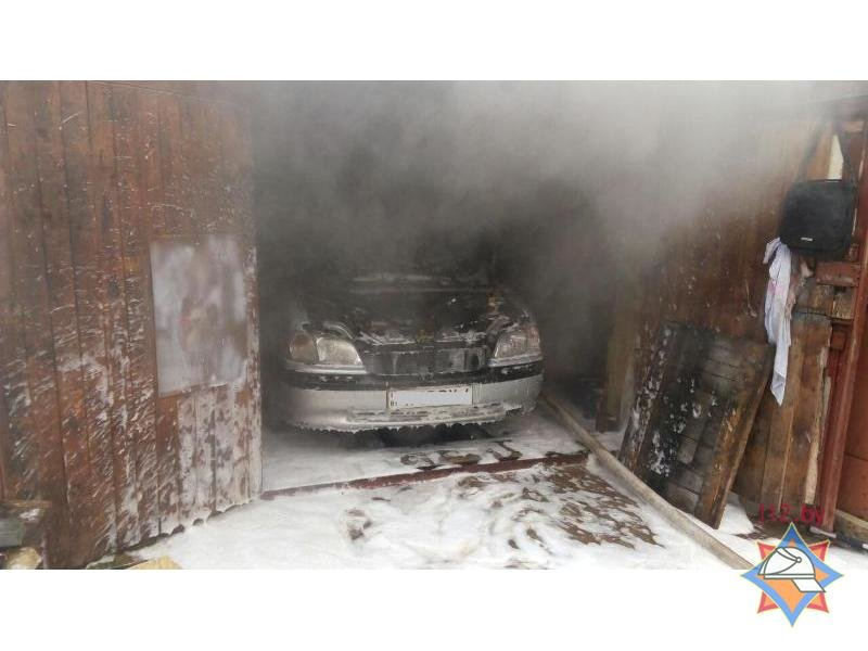 В Гродно двое мужчин получили серьезные ожоги, пытаясь потушить пожар в гараже, фото-1