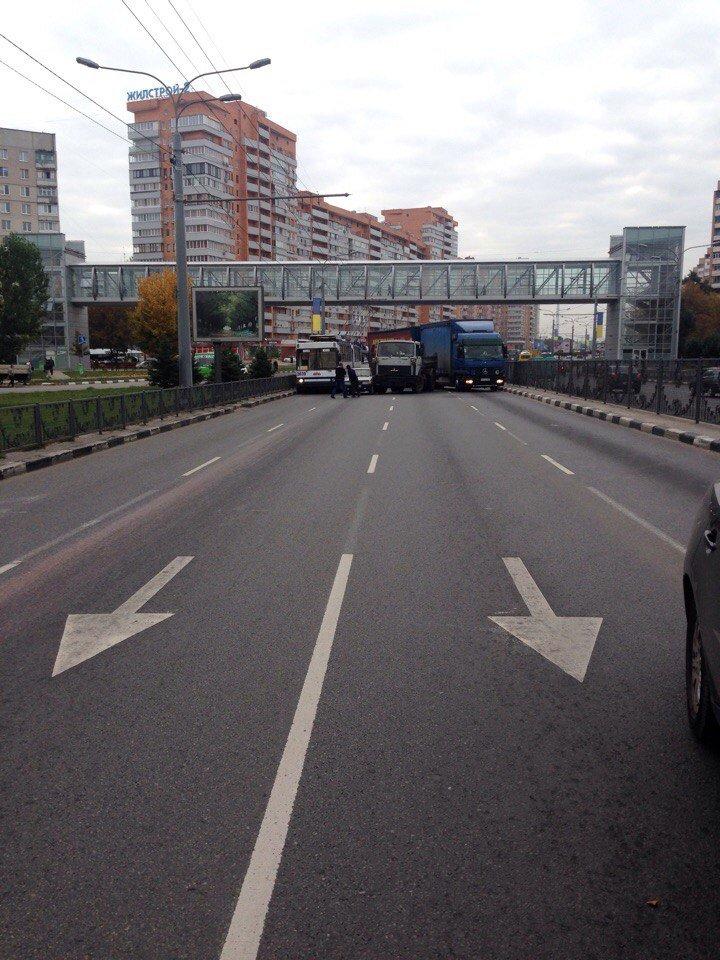 На проспекте Гагарина столкнулись два грузовика (ФОТО), фото-2
