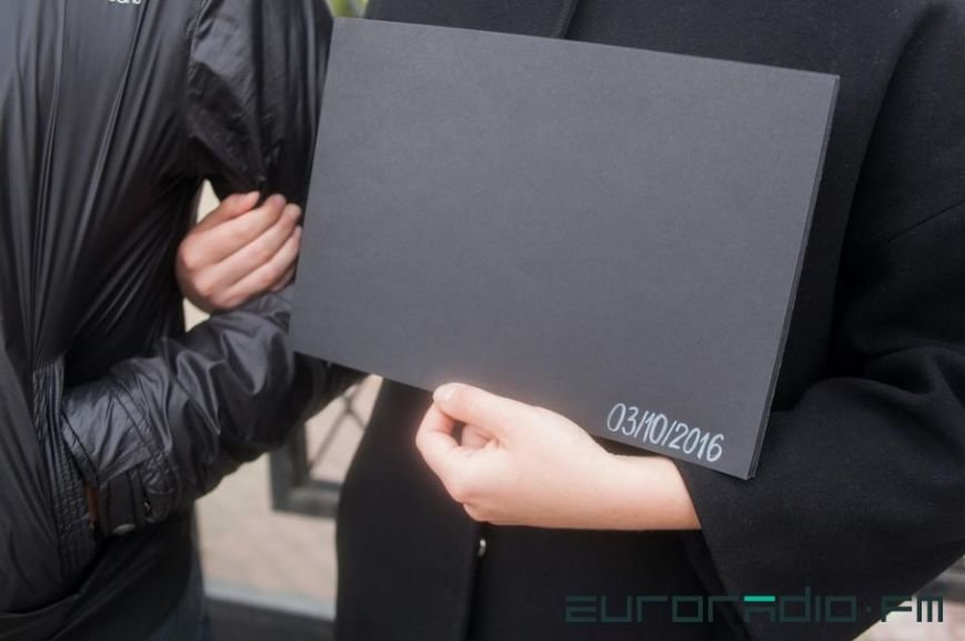 Девушка из Гродно, попросившая Папу позвонить ей, провела акцию солидарности с «черным понедельником» у консульства Польши, фото-3