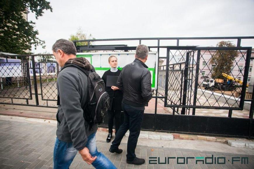 Девушка из Гродно, попросившая Папу позвонить ей, провела акцию солидарности с «черным понедельником» у консульства Польши, фото-2