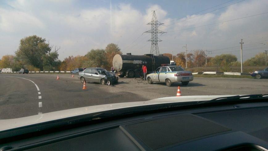 ДТП в Кременчугском районе: цистерна с битумом вылетела на встречку и сбила Ланос (ФОТО), фото-1