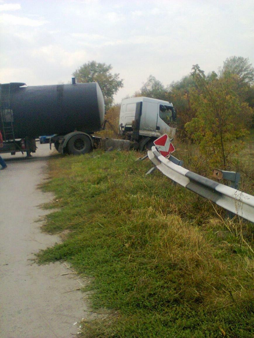 ДТП в Кременчугском районе: цистерна с битумом вылетела на встречку и сбила Ланос (ФОТО), фото-4