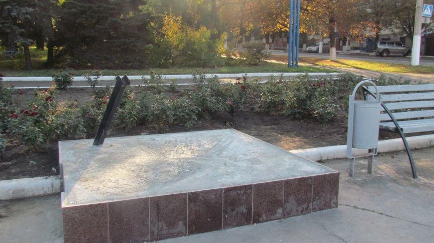 На площади Воинов-освободителей готовят место под новый памятник погибшим морякам Азовья (ФОТО), фото-2
