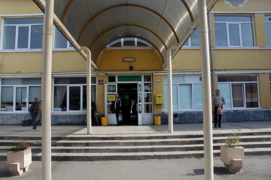 Ужгородський вокзал: атмосфера «Трьох горбів», стихійна торгівля та бродячі пси, фото-14