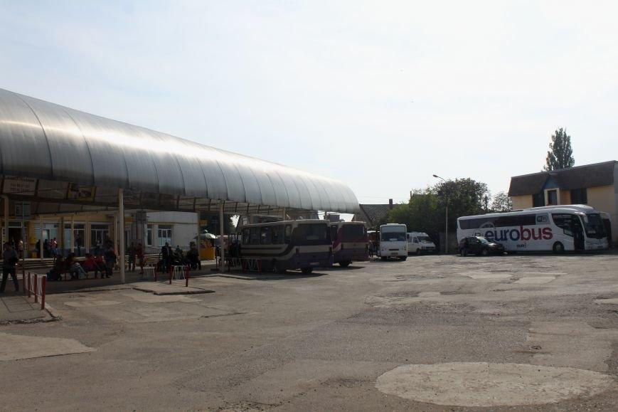 Ужгородський вокзал: атмосфера «Трьох горбів», стихійна торгівля та бродячі пси, фото-15