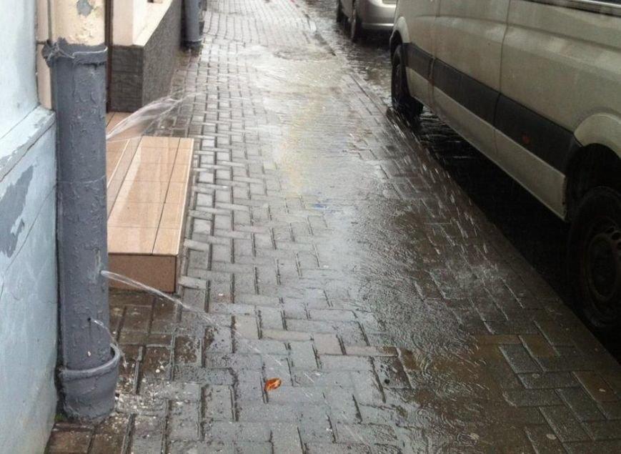 Львів перетворився на Венецію: на яких вулицях ні пройти, ні проїхати (ФОТО+ВІДЕО), фото-9