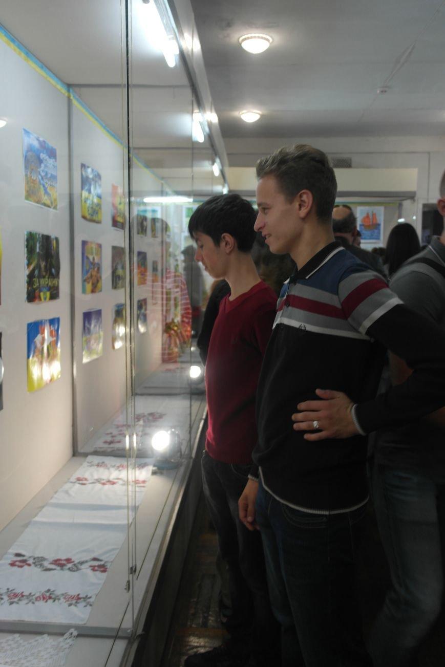 В Покровске (Красноармейске) стартовала культурно-художественная акция «Искусство в зоне АТО»:, фото-24