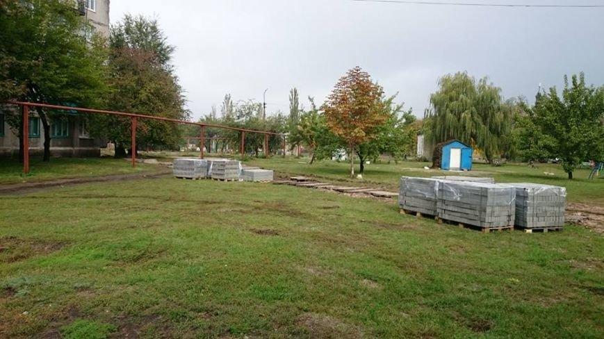 В Мирнограде (Димитрове) обновляются тротуары, фото-2