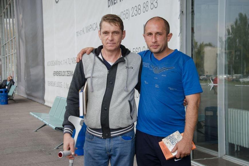 2 Разом із побратимом Євгеном Зибіним він рушає до Литви.
