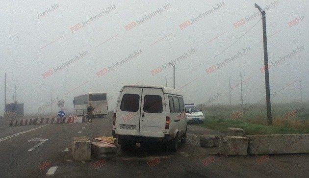 В Запорожской области микроавтобус протаранил блокпост, - ФОТО, фото-1