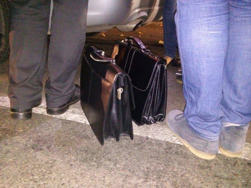 С рук задержанного на взятке в Сумах начальника отдела юстиции пытались стереть порошок с меченых купюр (ФОТО), фото-4