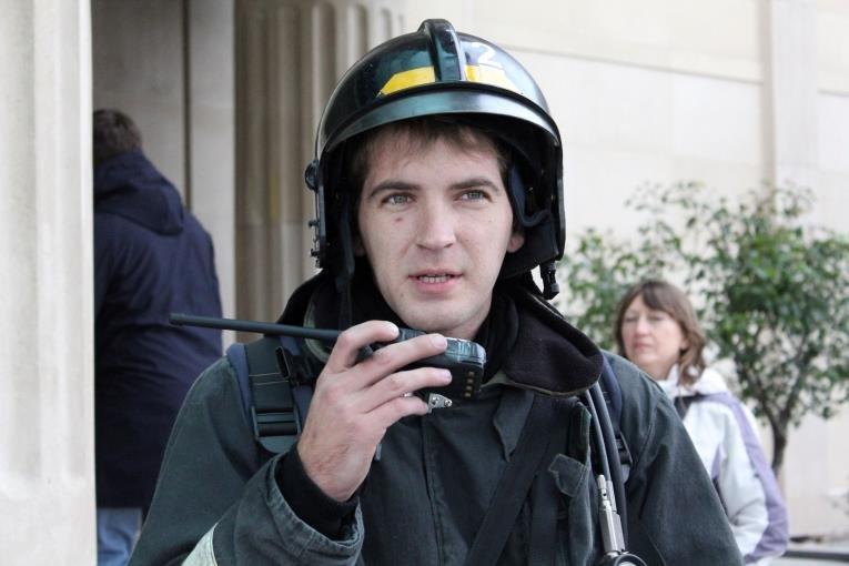 В Южно-Сахалинске спасали «жертву» учебного пожара в гостинице., фото-8