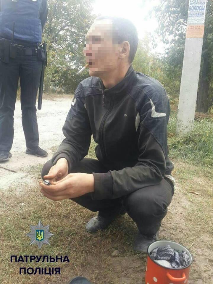 В Кропивницком у мужчины воровавшего орехи полицейские обнаружили наркотики (ФОТО), фото-4