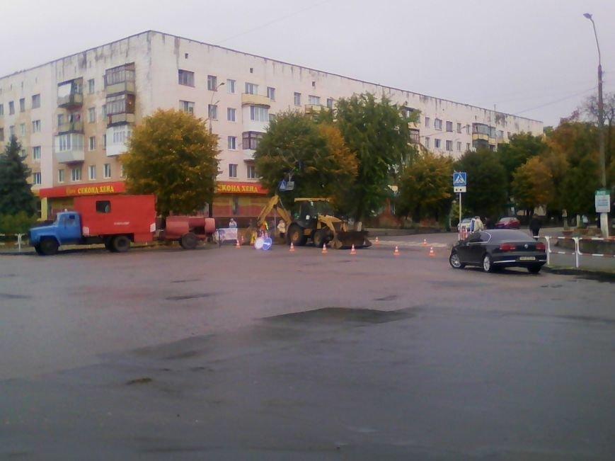 Центральна частина Новограда-Волинського перекрита: ведуться ремонтні роботи (ФОТО), фото-2