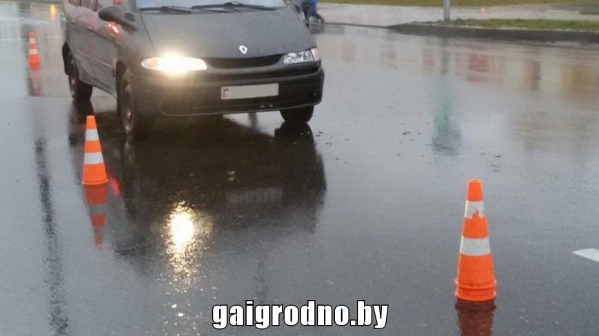В Ольшанке водитель на пешеходном переходе сбил девушку, фото-1