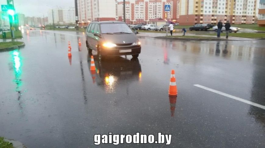 В Ольшанке водитель на пешеходном переходе сбил девушку, фото-3