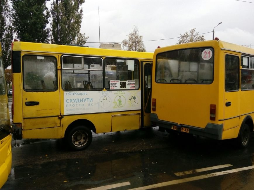 ДТП в Кропивницком: столкнулись две маршрутки и рейсовый автобус (ФОТО), фото-1