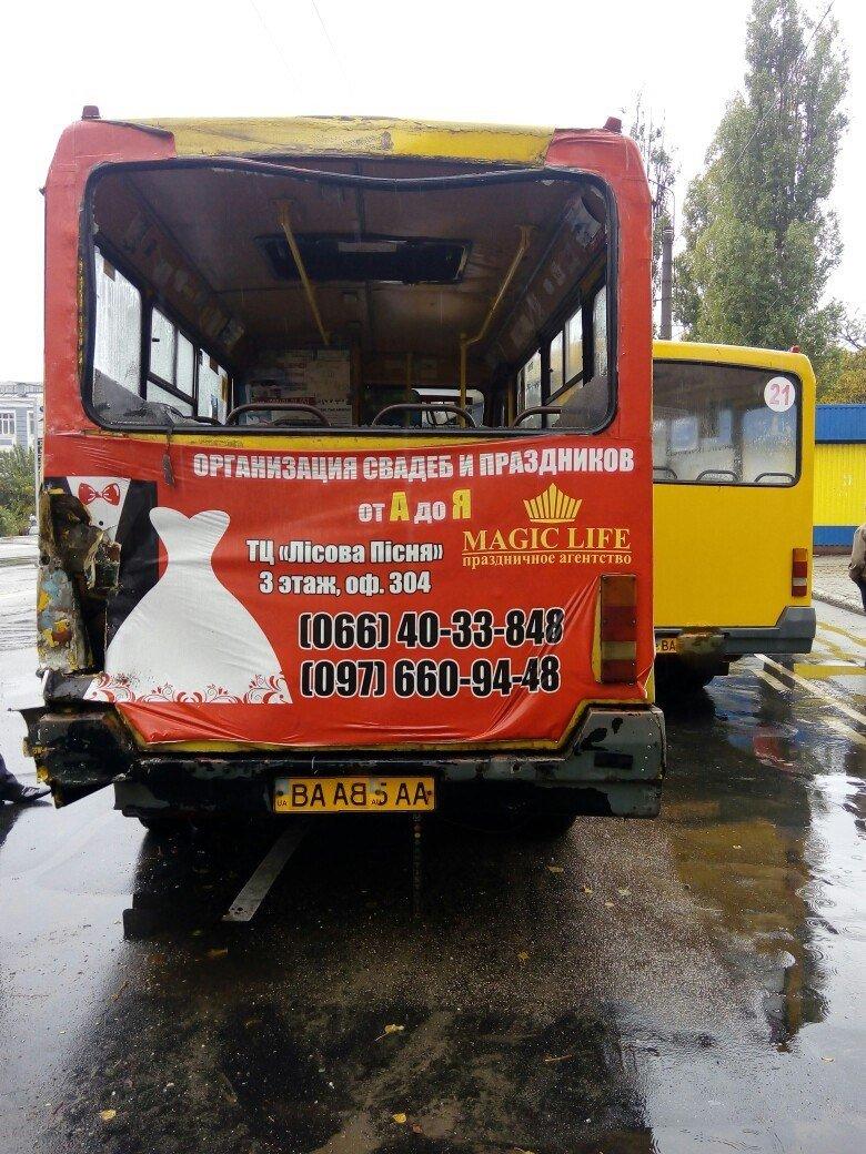 ДТП в Кропивницком: столкнулись две маршрутки и рейсовый автобус (ФОТО), фото-4